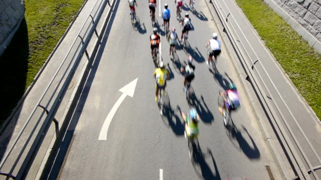 hd-ciclismo maratona. vista dall'alto - veicolo a due ruote video stock e b–roll