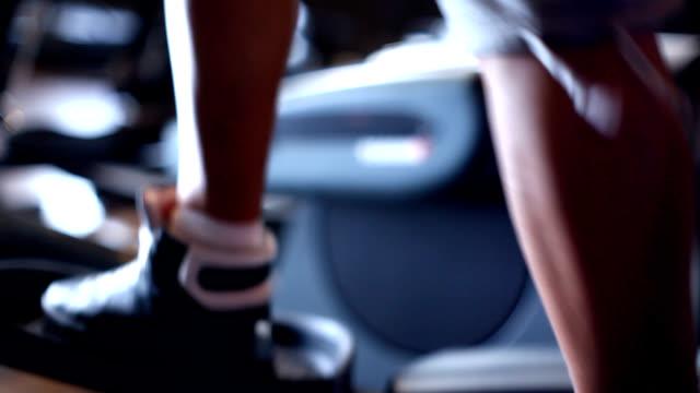 ciclismo cross trainer - lega sportiva amatoriale video stock e b–roll
