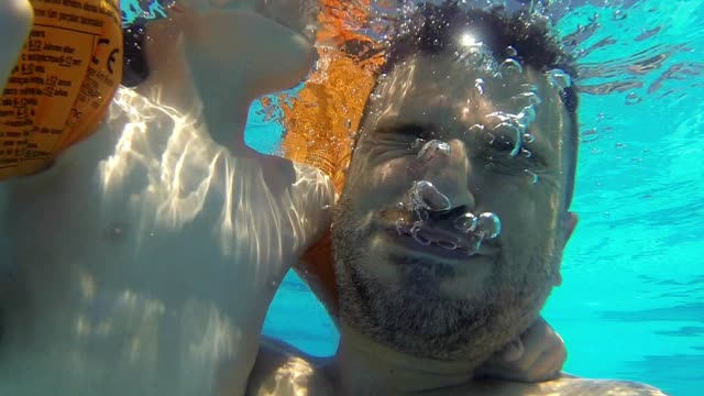 Daddy And Son under the Water video