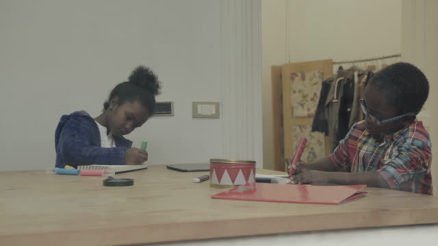daily life of a child: the homework at home video