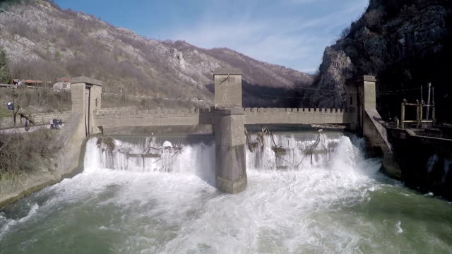 dam in canyon - barrage de serre poncon stock videos & royalty-free footage