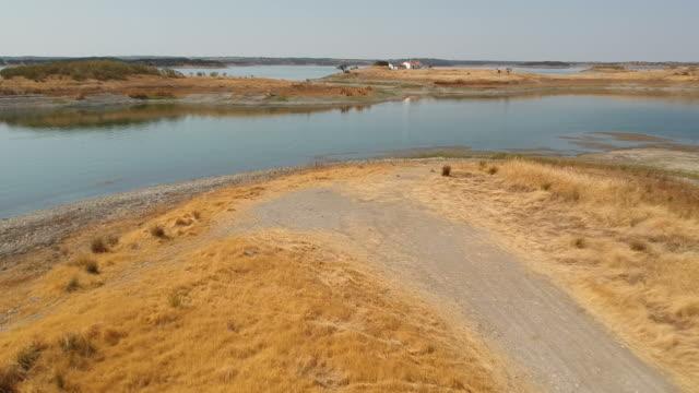 vídeos de stock e filmes b-roll de dam landscape - barragem portugal