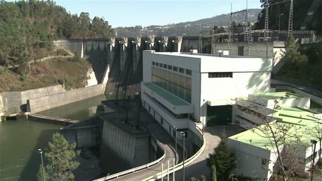 vídeos de stock e filmes b-roll de uma barragem - barragem portugal