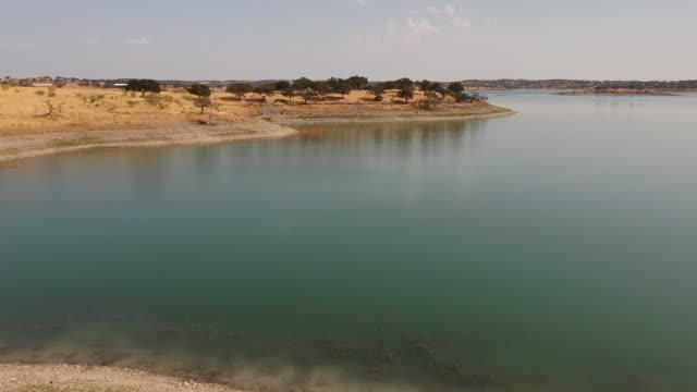 vídeos de stock e filmes b-roll de damn - vídeos de barragem portugal