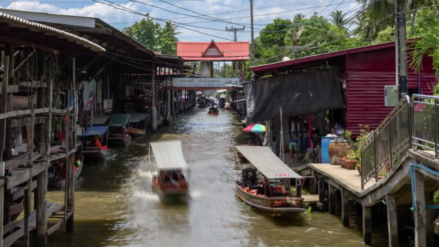 Damnoen Saduak, the most famous traditional floating market and cultural tourist destination, Ratchaburi, Thailand; zoom in - Time-lapse