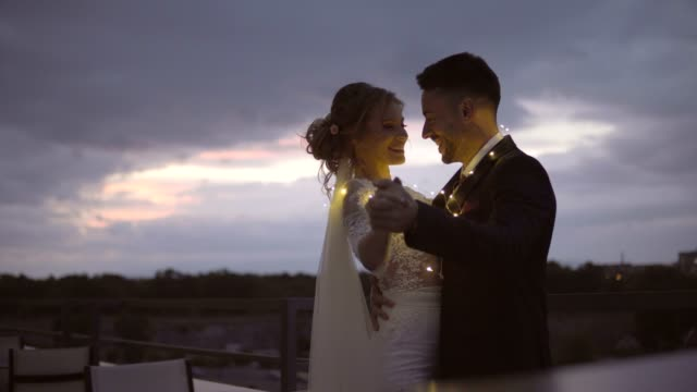 für immer tanzen - verheiratet stock-videos und b-roll-filmmaterial