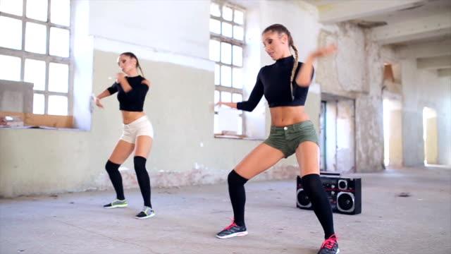 vídeos de stock e filmes b-roll de a dança é poder! - concrete wall interior