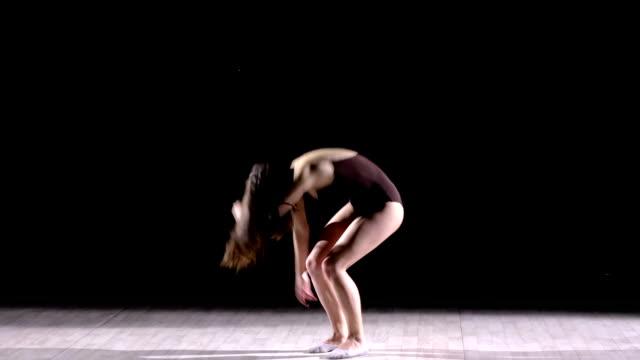 ダンスリハーサル - ダンススタジオ点の映像素材/bロール