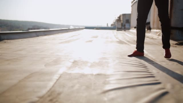 dancers legs, choreography on the rooftop - scarpe video stock e b–roll