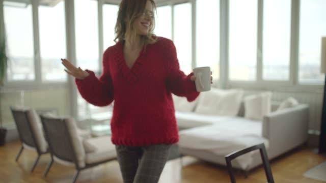댄스 단독 - 속 편함 스톡 비디오 및 b-롤 화면