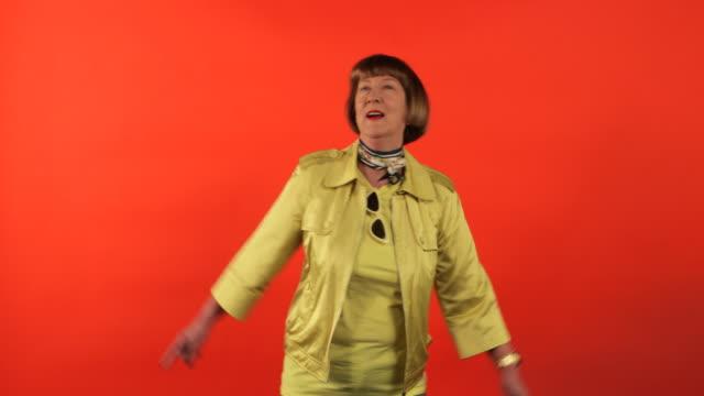 vídeos de stock e filmes b-roll de dancing and having fun - europe points