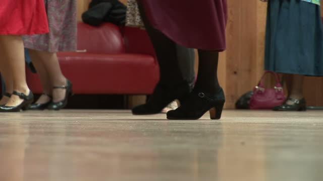 tanz füße - mittelstufenlehrer stock-videos und b-roll-filmmaterial