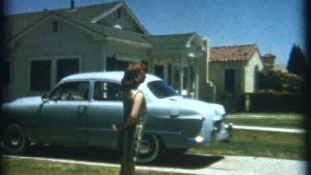 vidéos et rushes de danser le front yard 1952 - film d'archive