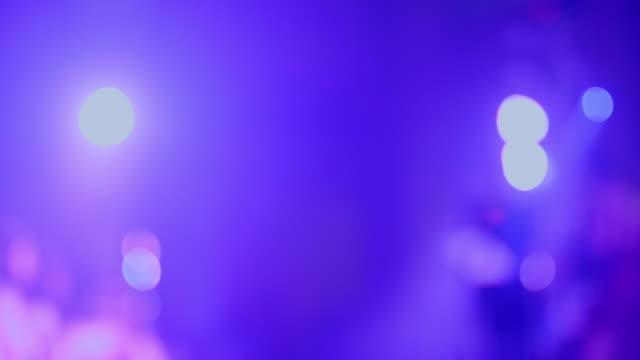 dancing girl i en nattklubb (defocus) - dansbana bildbanksvideor och videomaterial från bakom kulisserna