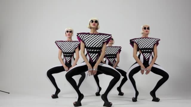 tänzerinnen auf weißem hintergrund - weißrussland stock-videos und b-roll-filmmaterial