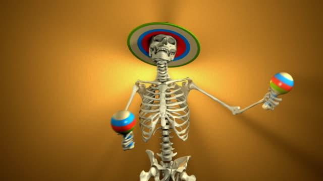 tanz skelett mit maracas für halloween (endlos wiederholbar, alpha-matte - halloween stock-videos und b-roll-filmmaterial