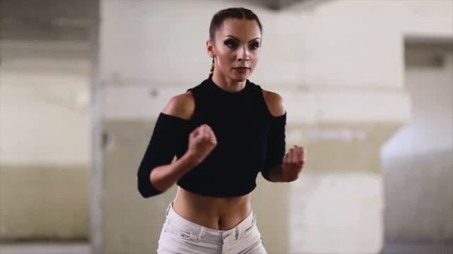 vídeos de stock e filmes b-roll de dancing working out of the studio - concrete wall interior