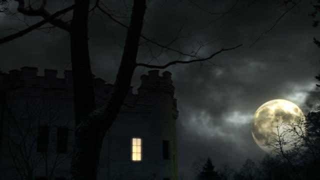 vídeos de stock e filmes b-roll de castelo de escuro - mansão imponente