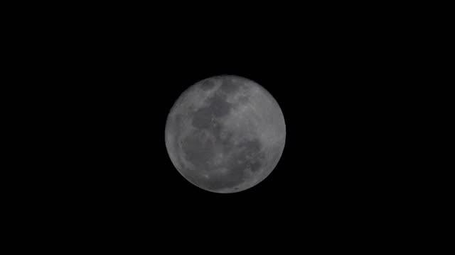 mörka fullmåne och moln på natthimlen - nightsky bildbanksvideor och videomaterial från bakom kulisserna