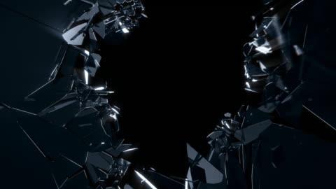 vidéos et rushes de explosion de mur en verre noir - en verre