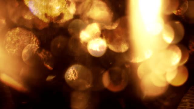 mörk guld reflektioner och bokeh - rika oskarp ljus läcka effekt - oskarpt fokus bildbanksvideor och videomaterial från bakom kulisserna