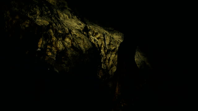 dark golden cave - sottosuolo video stock e b–roll