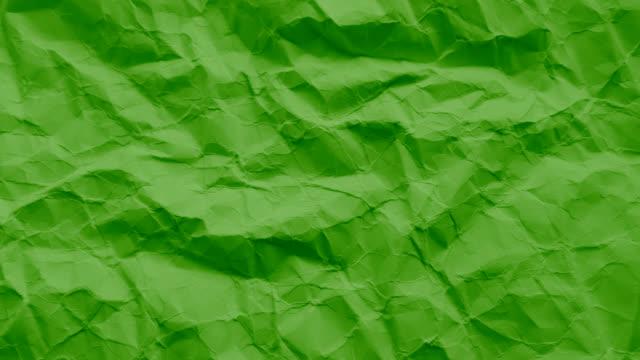 vídeos de stock e filmes b-roll de verde escuro textura do papel enrugado - amarrotado