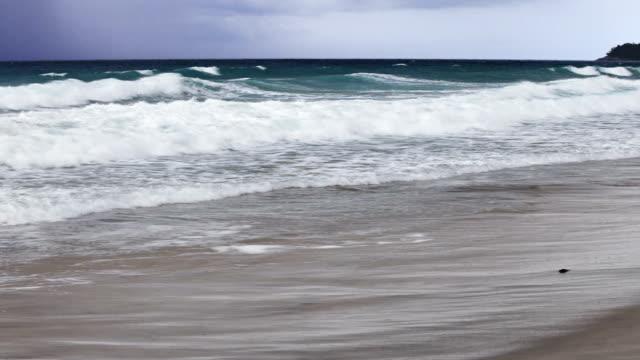 vídeos de stock, filmes e b-roll de escuro mar - distante