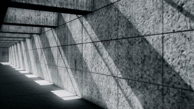 dunkler unterirdischer tunnel-verlassene tiefgarage - kontrastreich stock-videos und b-roll-filmmaterial