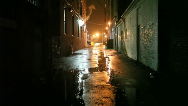 dark urban alleyway - mörk bildbanksvideor och videomaterial från bakom kulisserna