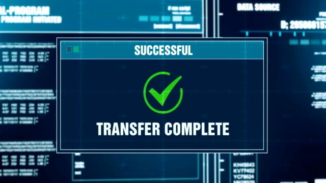 データ転送進行状況完了警告メッセージ転送のコンピューター画面でシステムのログインとパスワードを入力します。システムのセキュリティ、サイバー犯罪、コンピューターのハッキング� - ファイル点の映像素材/bロール