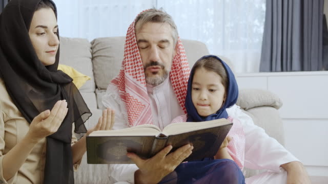 stockvideo's en b-roll-footage met dochter, volg me alsjeblieft. - koran
