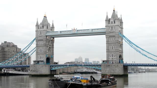 Dawn at Tower Bridge, London video