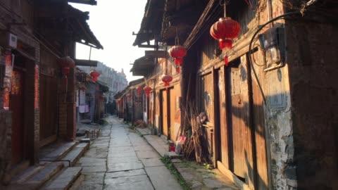 vidéos et rushes de daxu old town à guilin, chine - chinois