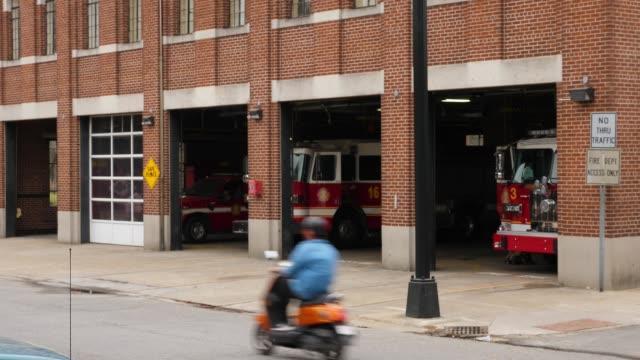 Tiro de establecer día de rojo ladrillo bomberos - vídeo