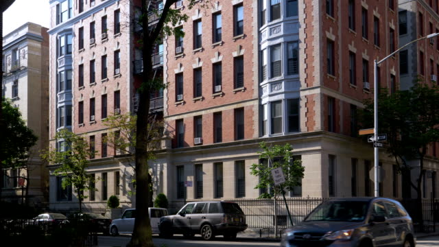 Day Exterior of Upscale Apartment Building in Brooklyn – film