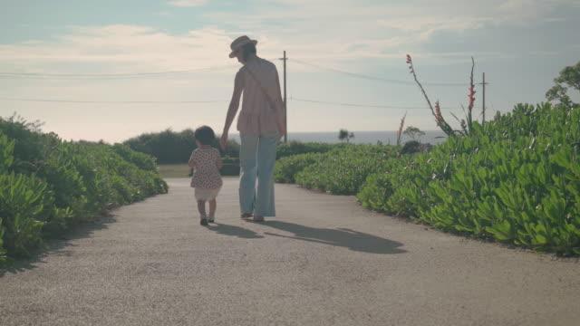 家族の生活の中で日 - 家族 日本人点の映像素材/bロール