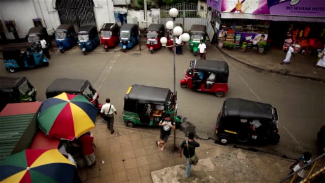 A day in the life of Sri Lanka - tuk tuk stop A day in the life of Sri Lanka - tuk tuk stop outside station - far enough away to avoid model release colombo stock videos & royalty-free footage