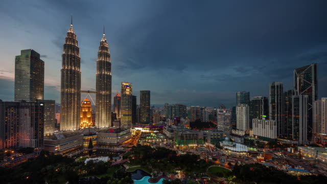 day till night light famous buildings 4k time lapse from kuala lumpur - malaysia video stock e b–roll