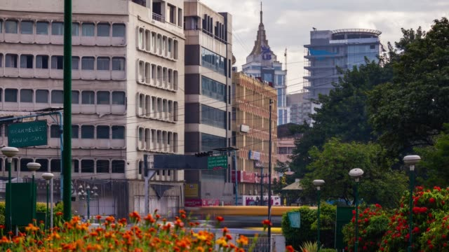 día de Bangalore City Downtown Traffic Street panorama 4k timelapse India - vídeo