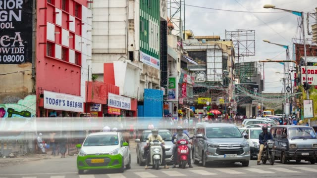día de Bangalore City Traffic Street cruce panorama 4k timelapse India - vídeo