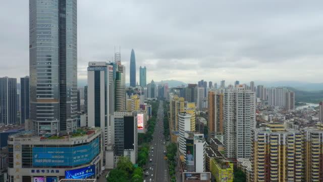 日時間深セン市ダウンタウンのトラフィック通り空中パノラマ 4 k 中国 - 広東省点の映像素材/bロール