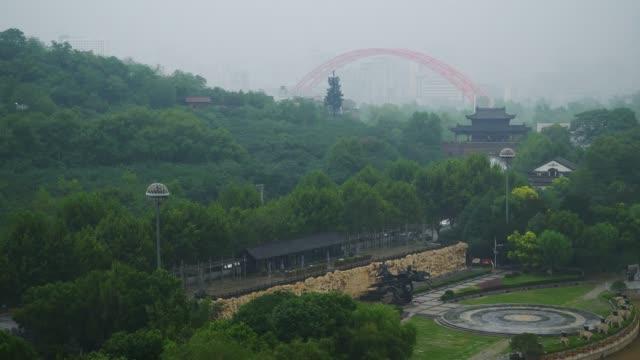 vídeos y material grabado en eventos de stock de día tiempo wuhan ciudad famosa orilla de la bahía puente parque panorama 4k china - wuhan
