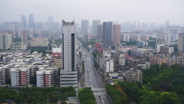 vídeos y material grabado en eventos de stock de día de wuhan ciudad de tráfico en la azotea panorama de la calle 4k china - wuhan