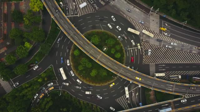 vídeos y material grabado en eventos de stock de día tiempo wuhan paisaje urbano tráfico carretera cruce aéreo superior panorama 4k china - wuhan
