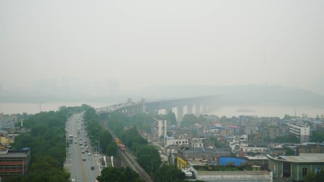 vídeos y material grabado en eventos de stock de día tiempo wuhan más famoso templo azotea paisaje urbano tráfico puente panorama 4k china - río yangtsé