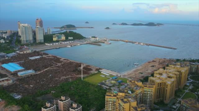 日時間中国珠海市建設産業湾空中パノラマ 4 k - 広東省点の映像素材/bロール
