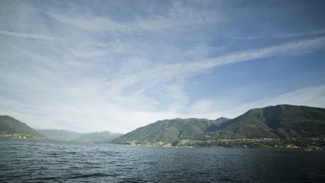 vídeos de stock e filmes b-roll de time lapse do dia para o amanhecer de mountian lago - lago maggiore