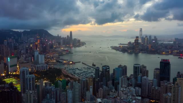 香港都市のスカイラインの昼から夜のハイパーラプス - 香港点の映像素材/bロール