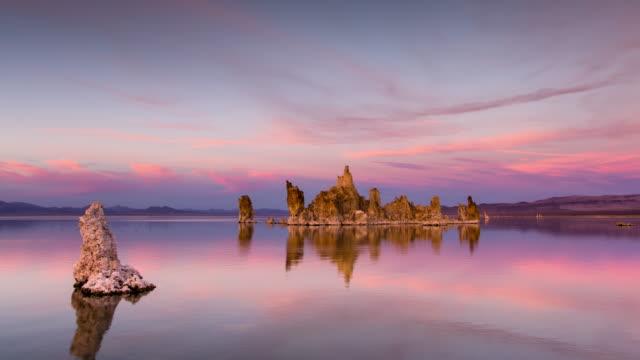 vidéos et rushes de time lapse day to night à south tufa reserve, mono lake, californie - lac salé